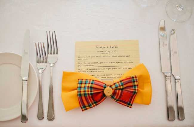 Click here to see how to make these bow ties for napkins.
