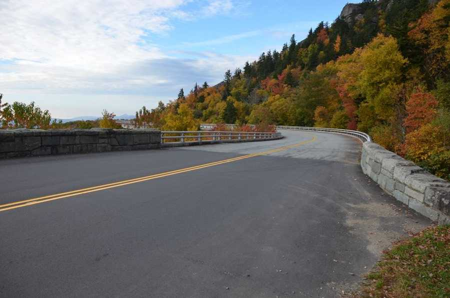 Blue Ridge Parkway, leading onto the Linn Cove Viaduct