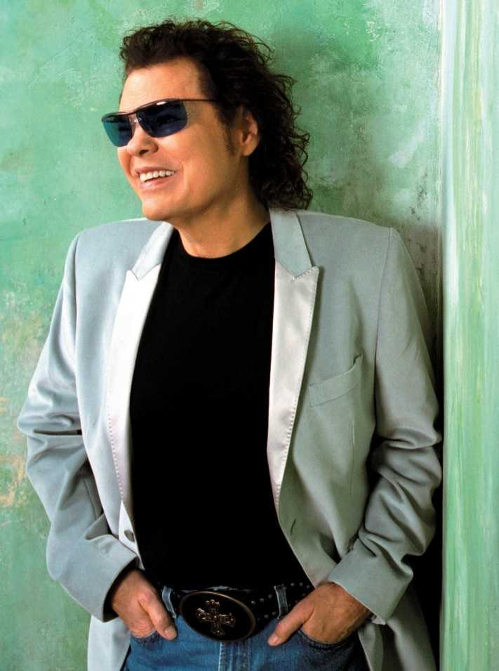 Ronnie Milsap (born 1946), country singer/songwriter (Robbinsville)