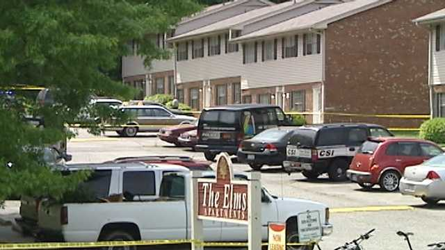 Man dies in stabbing at apartment complex