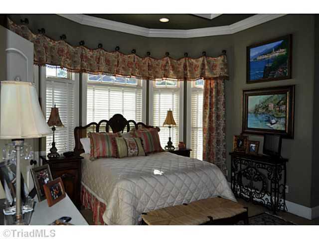Master Bedroom Suite with Breakfast Bar