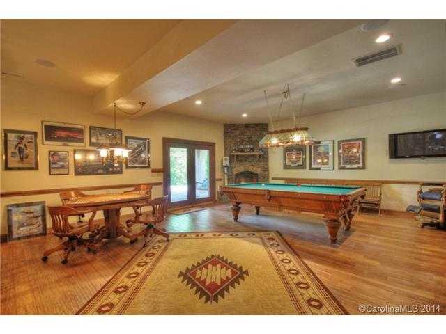 Recreational Room with Billiard Area