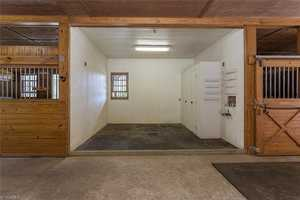Washing Stall with grooming locker