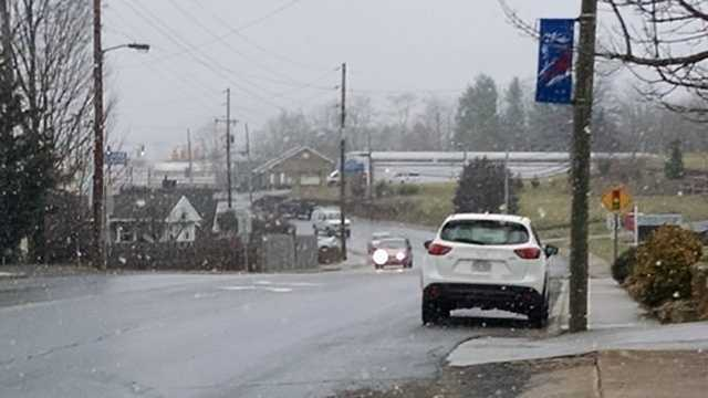 Some light snow began to fall in downtown Sparta Monday afternoon.