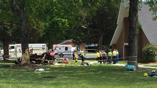 The crash was reported around 11:30 a.m. in the 2900 block of Oak Ridge Road.