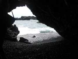 The Hawaiian ocean from the cave standpoint. Great for some Wedding pictures.