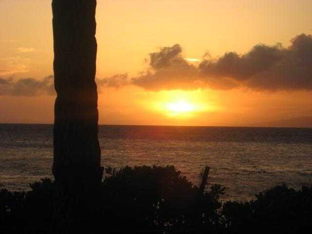 Romantic sunsets to enjoy your honeymoon in beautiful Hawaii.