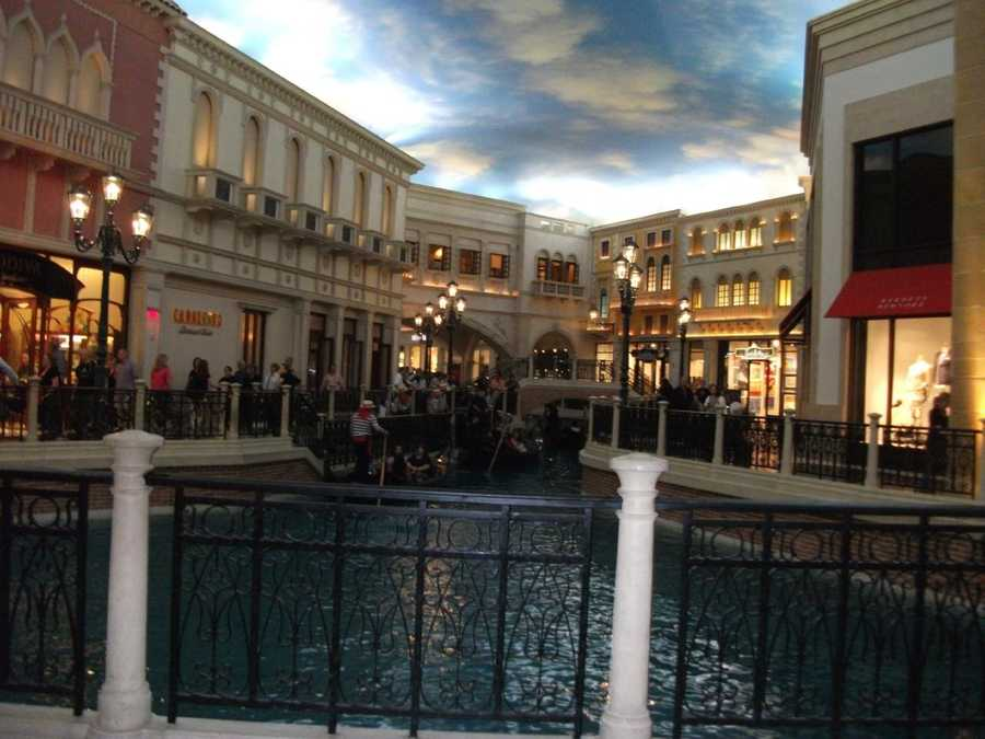 Take aGondola Ridesaround the shops at the Venetian as newlyweds and fill like you are in Venice.