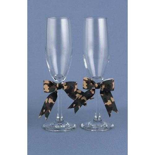 Camouflage bows for these wedding flutes for the couple are great for all their toasts at the wedding reception.