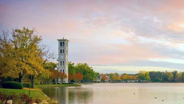 Furman University has 850 employees.