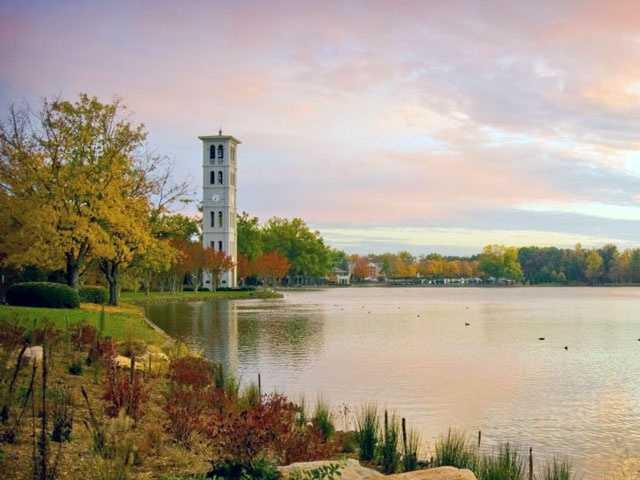 Furman University has 850 employees.