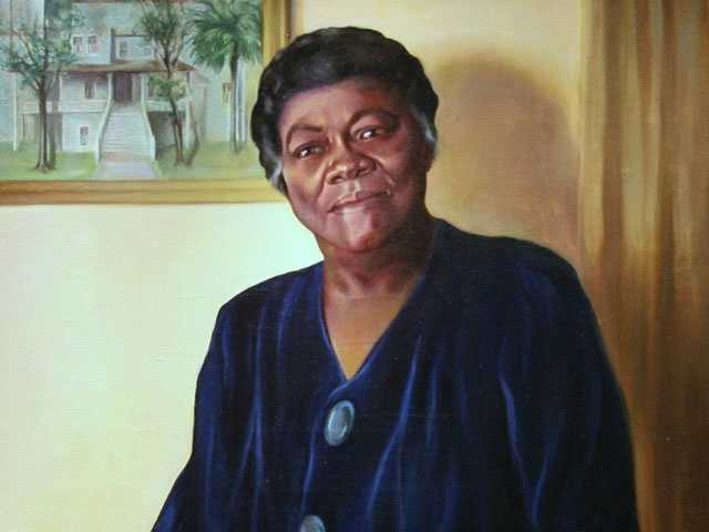 Mary McLeod Bethune (1875-1955) Born in Mayesville, SC:  Educator and civil rights leader Mary McLeod Bethune is best known for starting a school for African-American students in Daytona Beach in 1904 that is now Bethune-Cookman College.