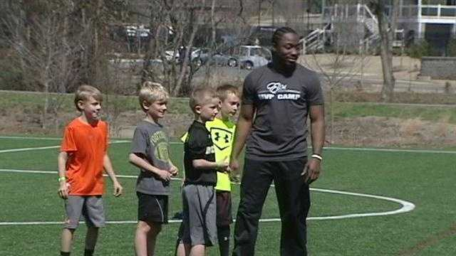 Former South Carolina and Clemson football stars team up for Upstate fundraisers.