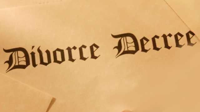 Police: Man showed girlfriend fake divorce documents