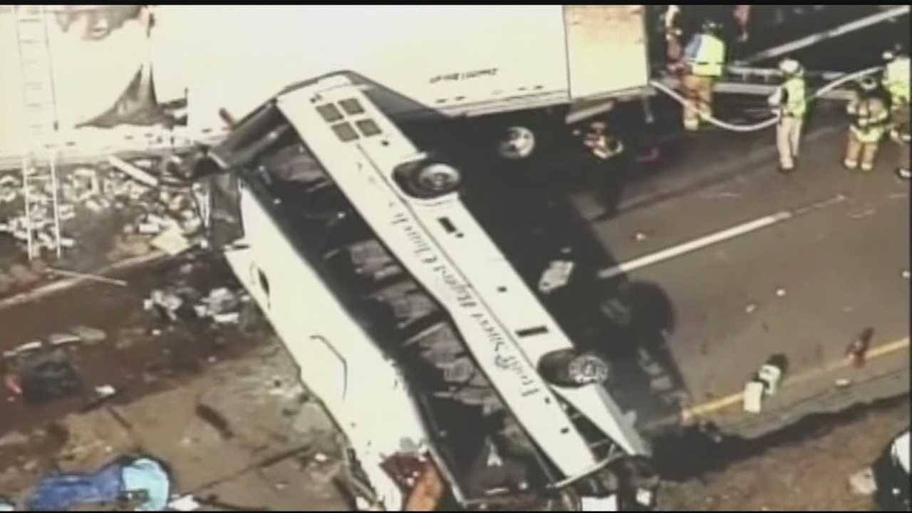 img-Bus SUV tractor trailer crash in the Tennessee Mountains killing 8 injurying 14