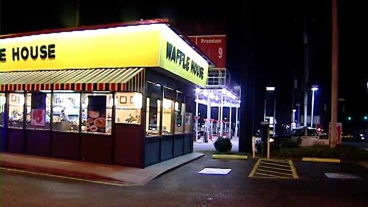 Deputies: Man walks into Spartanburg Waffle House with gunshot to face