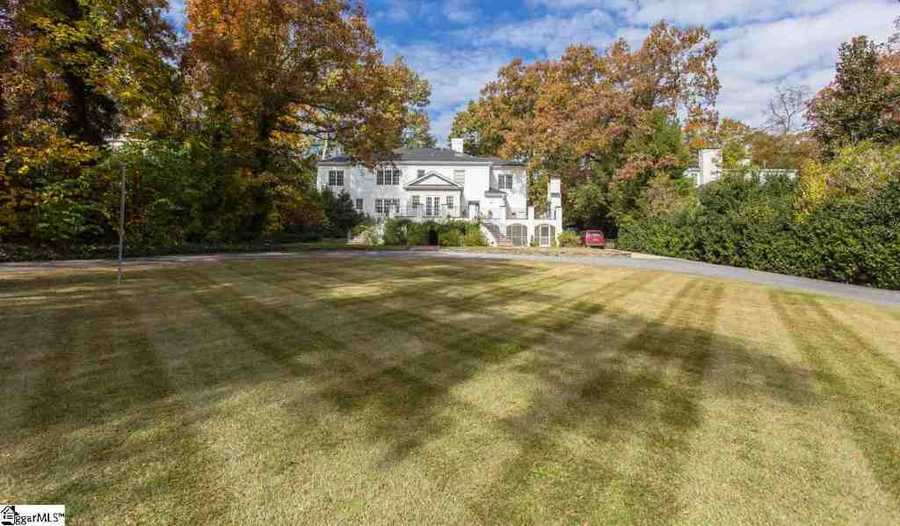 The home is nearly 5,200 square feet, not including a 750 sq. ft. terrace off the kitchen and a 550 sq. ft. screened porch, and terraces off the dining room and the master suite.
