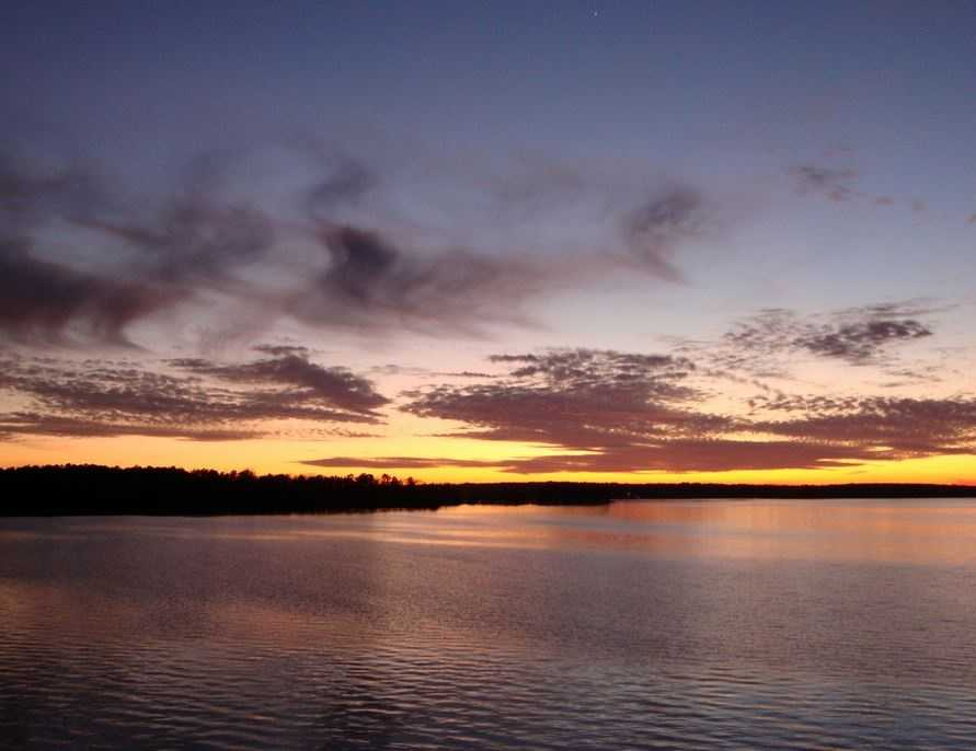 The major lakes include Marion, Strom Thurmond, Moultrie, Murray Russell, Hartwell and Keowee.