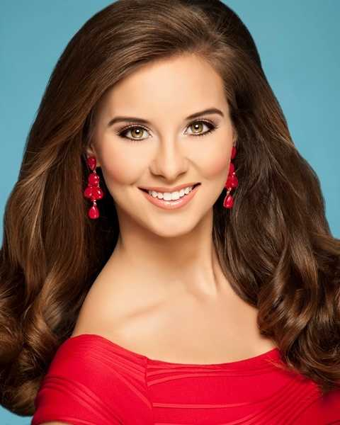 Miss Little Mountain Teen - Emily Scircle
