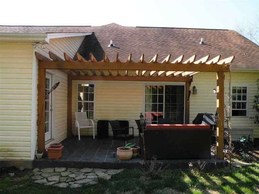 The home is on a cul-de-sac and is listed on realtor.com for $1,400.
