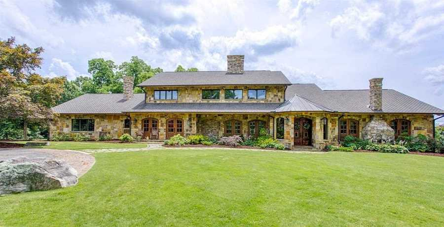 This 5 bedroom, 3 bath/2 half bath home in Greenville is listed for sale on realtor.com.