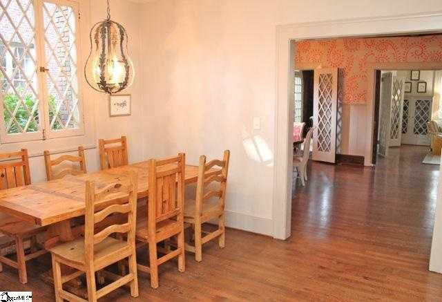 The 20' x 15' kitchen has an adjoining12'x 10' breakfast room.