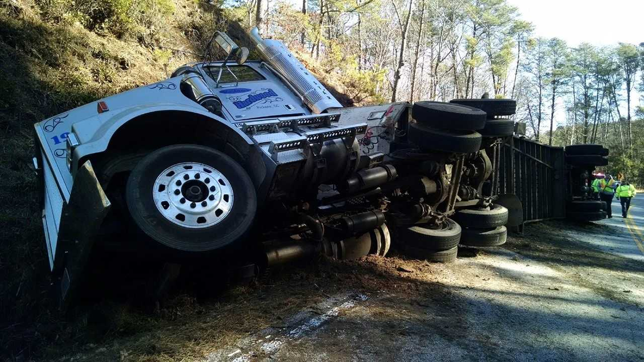 An overturned 18-wheeler in Oconee County is delaying traffic along Highway 76.