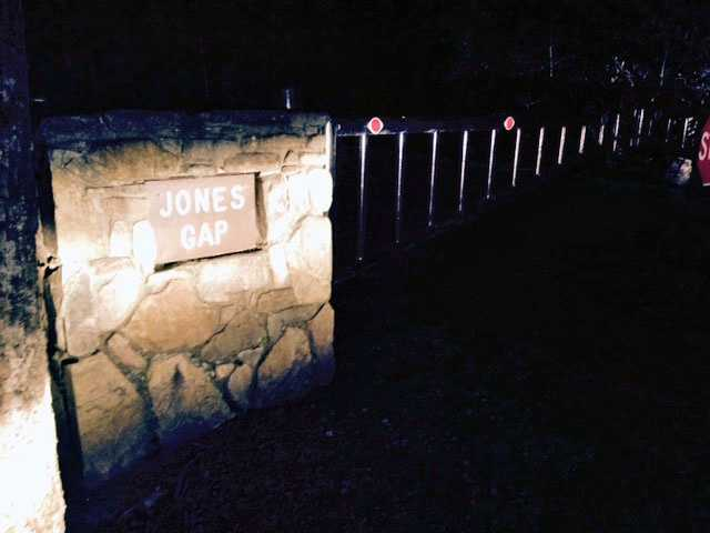 Crews search for missing hikers at Jones Gap State Park