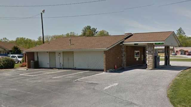 First Citizens bank robbed in Etowah