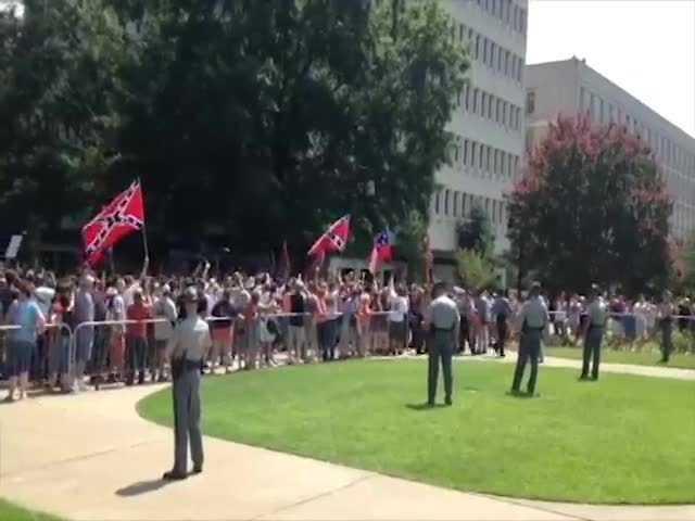 KKK members arrive