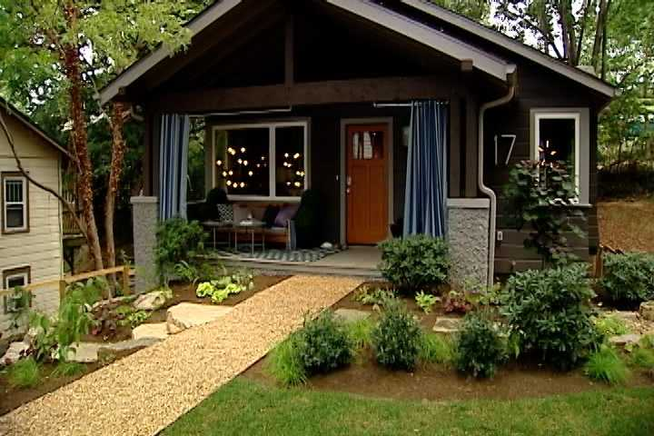 To see the HGTV tour of this home and others, and to enter the Urban Oasis sweepstakes, click here.