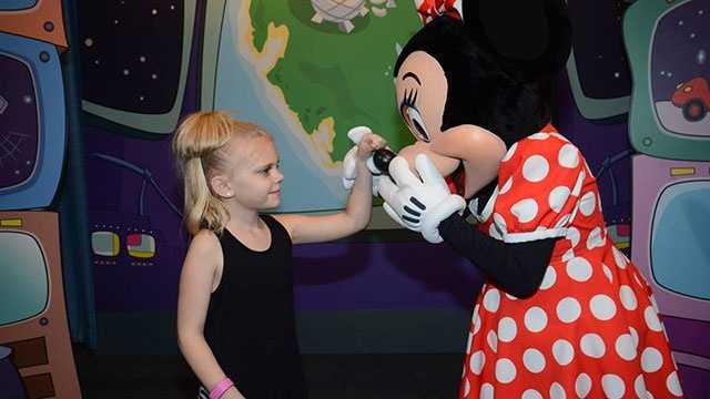 Sarah meets Minnie Mouse