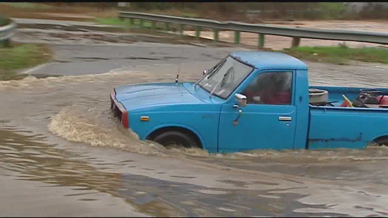 Drivers make risky maneuvers through floodwaters