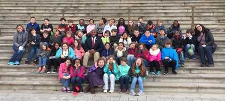 South Carolina Sen. Tim Scott poses with the entire group of fifth-graders from Lake Forest Elementary School.