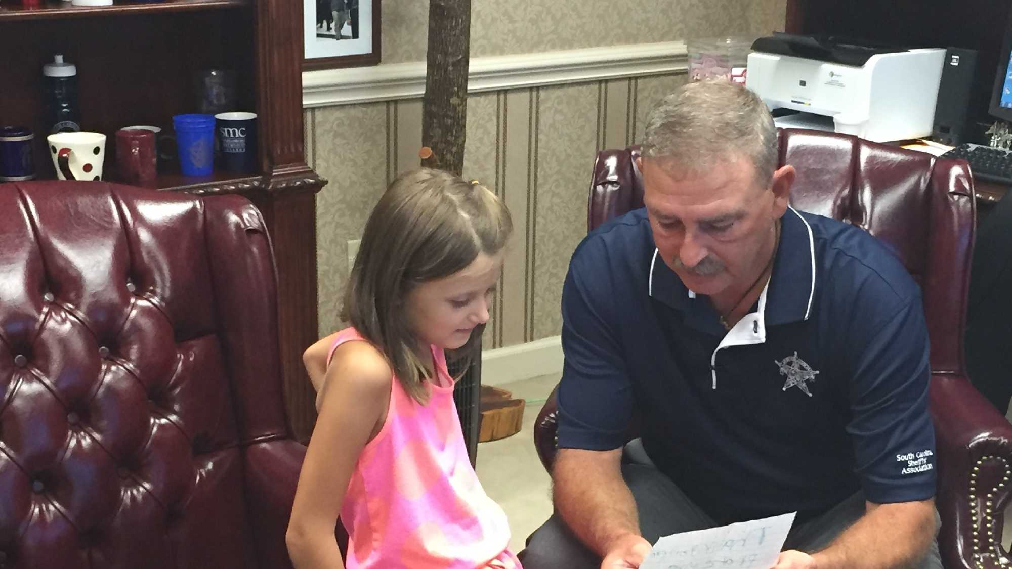 Spartanburg County Sheriff Chuck Wright meets 6-year-old Kinslee Parris, who wrote a heartfelt letter to officers.