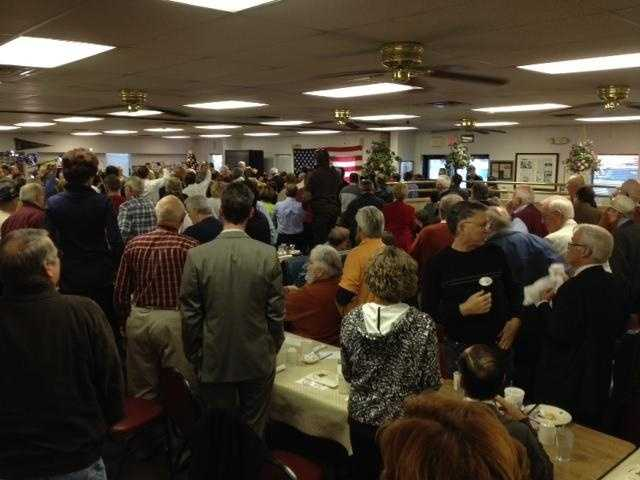 The crowd stands up and applauds when Newt arrives.