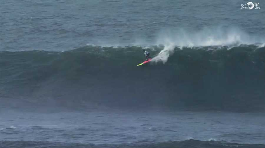 Anthony Tashnick catches a wave in Round 1.