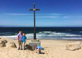 When word got around town that a cross had been installed just in time for Easter, many families were delighted and took photos with it.