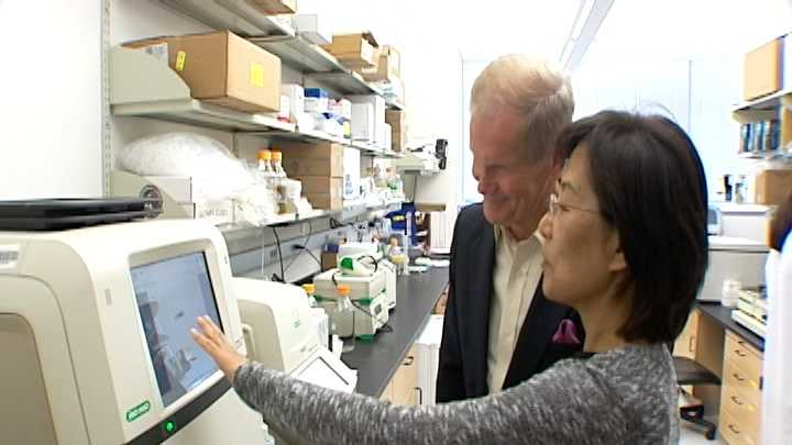 Sen. Bill Nelson visited with researchers at the Scripps Research Institute in Jupiter on Thursday, urging them to find a vaccine soon for the Zika virus.