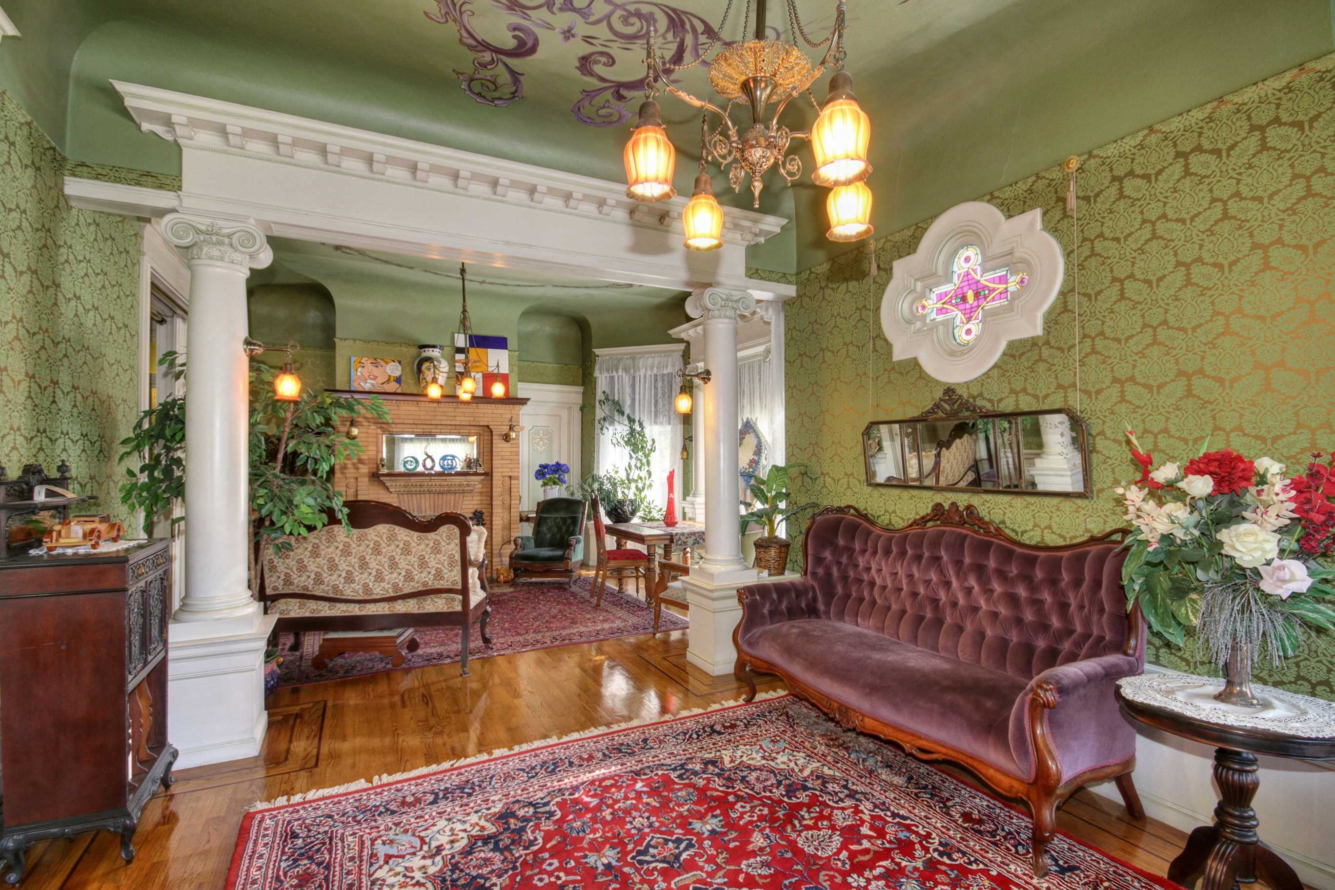Sacramento Victorian mansion columns