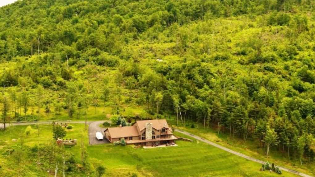 Mansion Monday: Eastman Hill Road in Lebanon