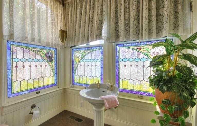 Sacramento Victorian mansion bathroom