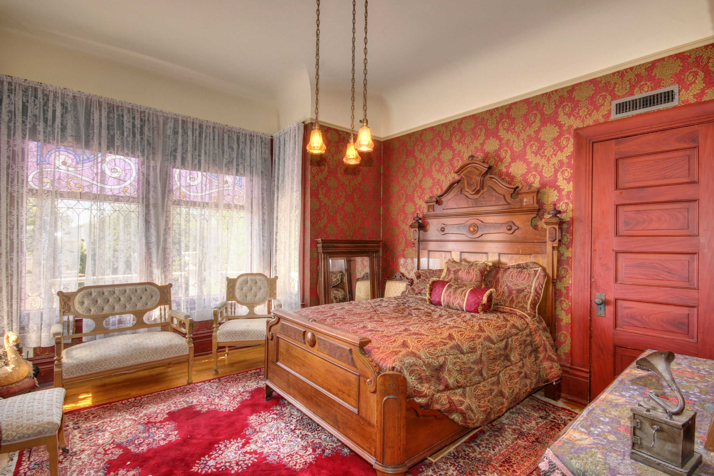 Sacramento Victorian mansion bedroom