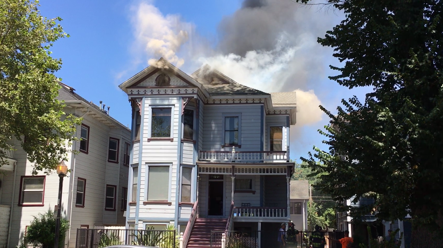 3-Story Victorian home caught fire on 12th/F Streets
