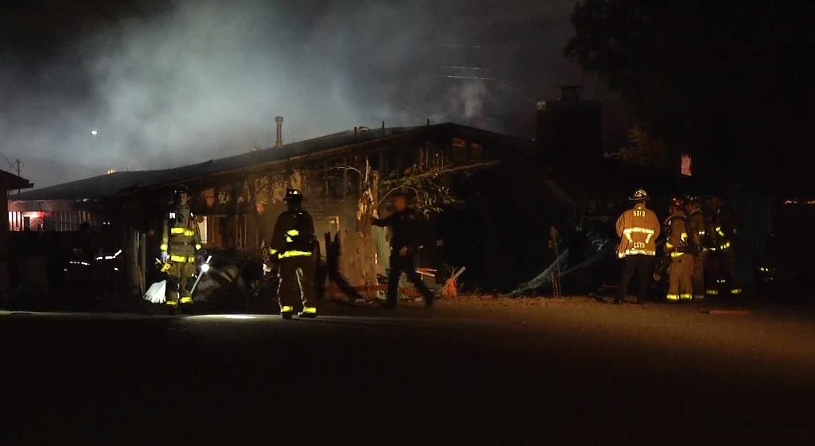 Small plane crashes into San Diego house, 2 die
