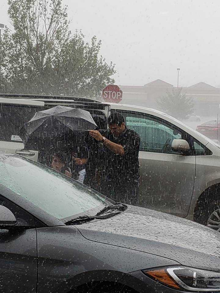 Starbucks employee goes above, beyond for teen's photo shoot almost foiled by rain