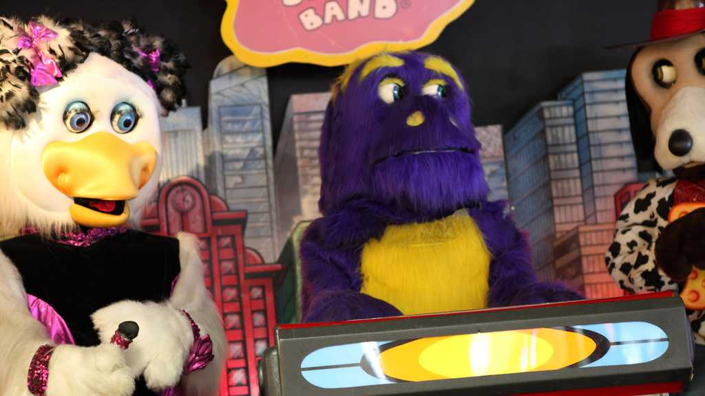 Animatronic Helen Henny and Mr. Munch in Munch's Make Believe Band at Chuck E. Cheese