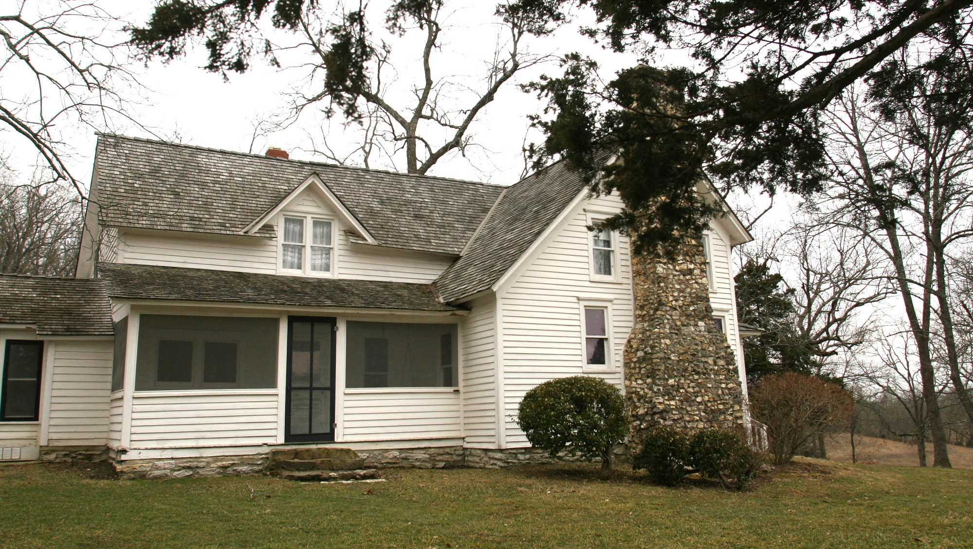"""The white clapboard farmhouse where Laura Ingalls Wilder wrote many of the books in her """"Little House"""" novels still stands in Mansfield, Mo., Feb. 28, 2007."""