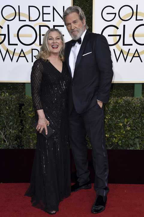 Susan Geston, left, and Jeff Bridges arrive at the 74th annual Golden Globe Awards at the Beverly Hilton Hotel on Sunday, Jan. 8, 2017, in Beverly Hills, Calif. (Photo by Jordan Strauss/Invision/AP)