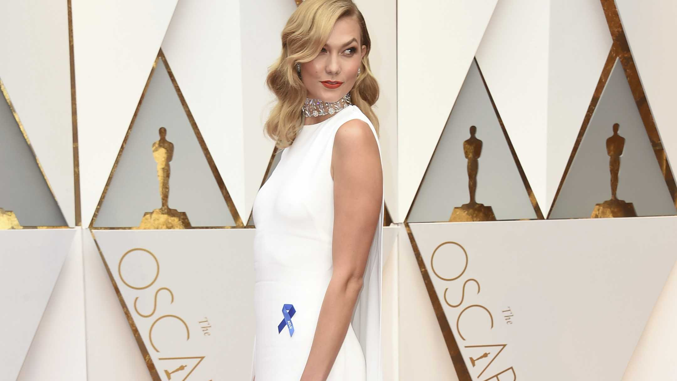 What the blue ribbons stars are wearing on the Oscars red